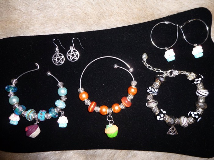 Ashlyn Chase also gets creative by making fabulous jewelry and giving it away to lucky readers in one of her many contests! via her newsletter: http://www.ashlynchase.com/